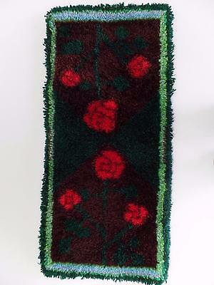 """Latch Hook Rug Bell Pull Red Rose Flower Finished Wall Hanging Decor 17x37"""" Vtg"""