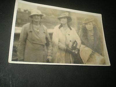 social history 1930's women fashion seaside walking hats rp photo postcard