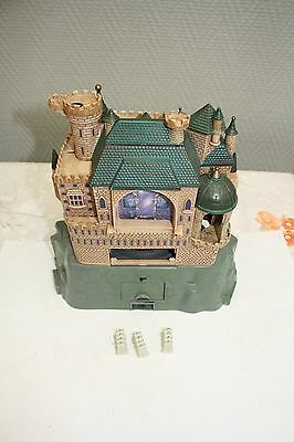 CHATEAU HARRY POTTER INTERACTIF AVEC 3 tables blanches  polly pocket