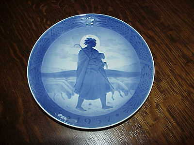 Royal Copenhagen 1957 Christmas Plate
