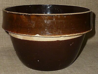 "PRIMITIVE ANTIQUE~8 1/2"" BROWN STONEWARE CROCKERY YELLOW WARE MIXING BOWL w/ LIP"