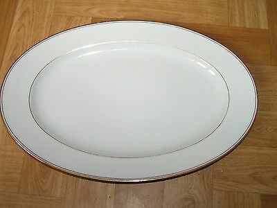 Plat Ovale En Porcelaine De Limoges P.dessagne Creation D'art Blanche Et Or
