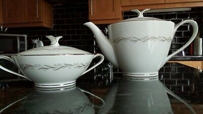Noritake Tea Pot and sugar bowl. 053
