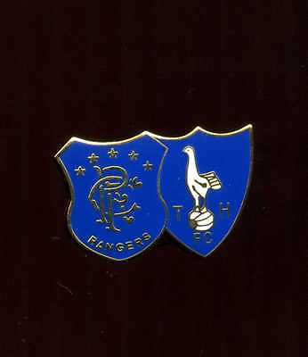 Glasgow Rangers Gers and Spurs Gold Gilt  Pin badge