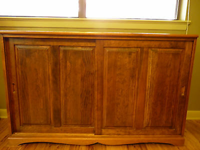 Beautiful Solid Wood Buffet/sideboard/cabinet Vintage And One Of A Kind