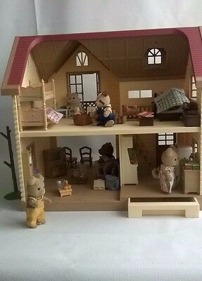 Sylvanian Families Boxed Lakeside Lodge Furnished With 6 Figures House Dolls