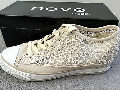 Pair Of Cream Lace Shoes With Sequins Sewn In & Laces - Flat Trainer -5-6-Worn 1