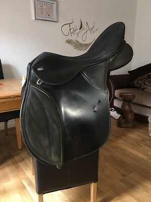 18 Inch Black Thorowgood T4 GP Saddle Changeable Gullet Medium Fitted