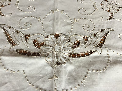 Vintage Tablecloth Embroidered Cutwork Ivory Taupe 100 x 64 Oval TWELVE NAPKINS!