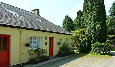 DELIGHTFUL COTTAGE WITH LOG FIRE CLOSE TO BEACHES, N WALES. SLEEPS 10, + 1 pet
