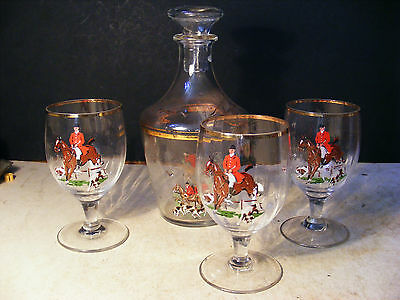 RARE 1950's GLASS DECANTER AND 3 GLASSES HUNTING SCENE