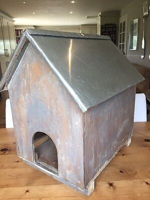 Cat / Small Dog Wooden House Kennel with Sheet Metal Roof