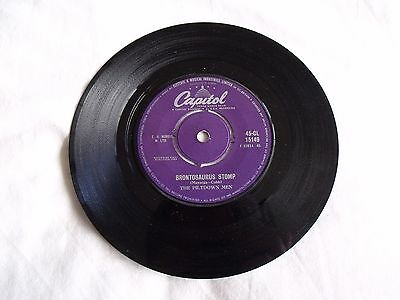 "'brontosaurus Stomp' By The Piltdown Men.7"" Vinyl Single. Issued On Capitol 1960"