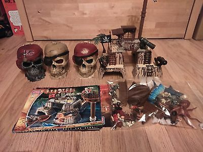 Mega Bloks Pyrates. Nice Bundle of Figures and accessories. Pirates