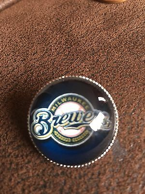 MILWAUKEE BREWERS  Baseball MLB Glass Fronted Raised Unique Pin Badge Team Logo