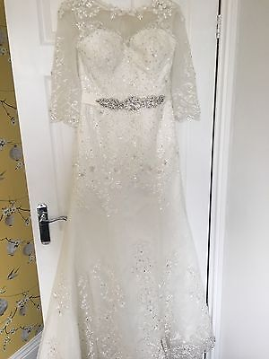 Ivory wedding Dress Lace Sleeves Size 10 With Cathedral Length Lace Veil