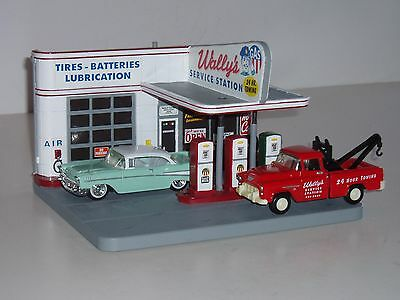 Rare ERTL 1:43 American Muscle Cruisin' Series Wally's Service Station & 2 Cars!