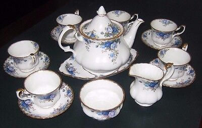 Royal Albert 'Moonlight Rose'  17 Piece Tea Set - ede