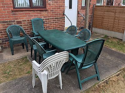 Garden furniture set - a garden / patio table and fourteen chairs