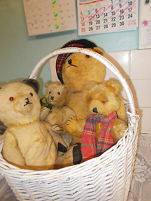 Lovely Old Vintage Lot Of Bears Great For Collectors.