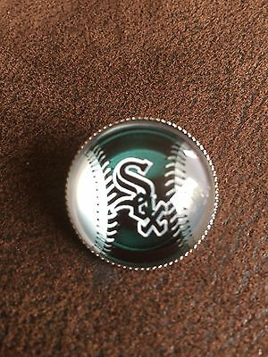 CHICAGO WHITE SOX Baseball MLB Glass Fronted Raised & Unique Pin Badge Team Logo