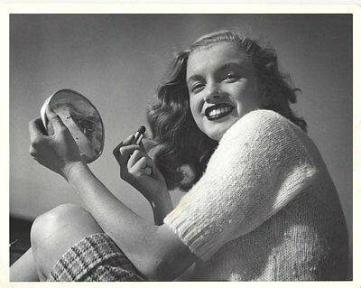 Joseph Jasgur: Marilyn Monroe Applying Make Up.
