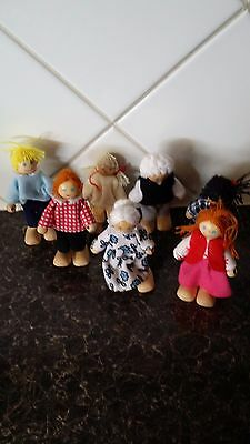 Wooden dolls house family x 7 - Possibly ELC - See pictures