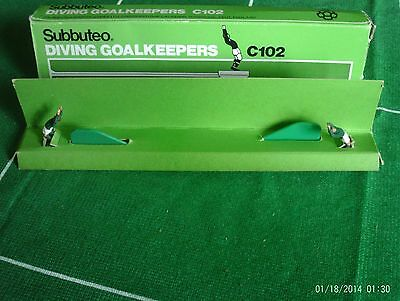 Subbuteo Accessories - C102 Diving Goalkeepers (Boxed)