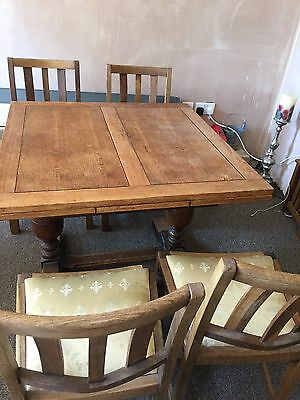 Extendable Oak Dining Room Table And 4 Chair