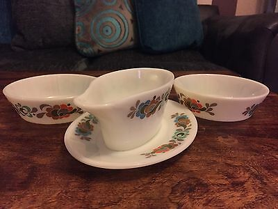 Vintage 'JAJ' Pyrex Glass Sauce Boat & Under Plate & Matching Dishes