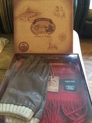 Portland Lambs Wool Scarf And Leather Gloves Set