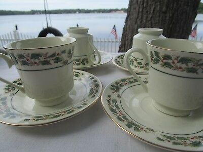 4 Cambridge potteries Holly Traditions  Cups and Saucers