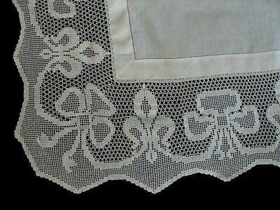 "AMAZING Antique Linen Lace Tablecloth 47"" English Tea Cloth Brides Bows PRISTINE"