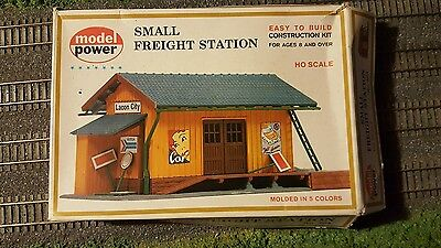 HO scale Life Like Small Freight Station building kit