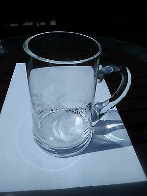 Glass tankard  with an engraved/eched leaf pattern on the front, excellent cond