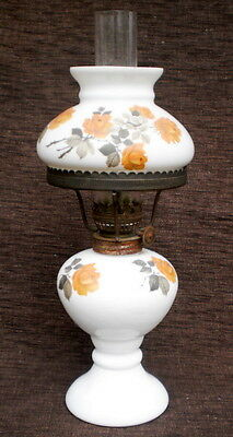 COLLECTABLE VINTAGE Ca 1950/70's WHITE GLASS 'GONE WITH THE WIND' STYLE OIL LAMP