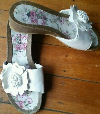 Ladies Emerson size 9 white floral wedge heal open toe sandals