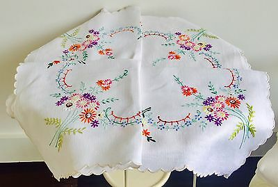 Vintage Hand Embroidered Linen Table Cloth Pretty Floral Pattern