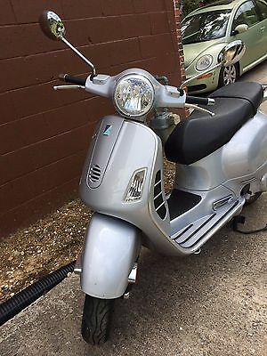 Vespa 200L Granturismo Scooter - Gray color. Great working condition and price!
