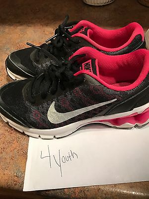 Girl Youth Nike tennis shoes size 4 youth