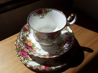 "ROYAL ALBERT OLD COUNTRY ROSES TRIO 1962 Ltd.1st.QUALITY BACKSTAMP ""PERFECT"""