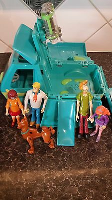 Scooby doo mystery tour van and figures - mystery tour