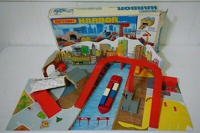 Vintage Lesney Matchbox Harbor Playset NEAR COMPLETE W/ BOX ONLY MISSING 2 CARS