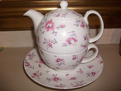 Laura Ashley Tea For One Set In Excellent Condition