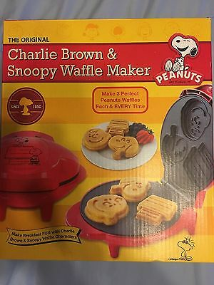 NEW Charlie Brown and Snoopy Waffle Maker
