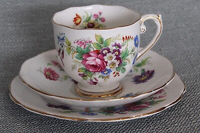 """Vintage Roslyn """"Minuet"""" Tea Cup Saucer And Plate"""