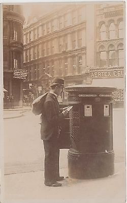 Postman emptying Postbox in the City of London, R/Photo/Pc, PM 1907 Earls Court,
