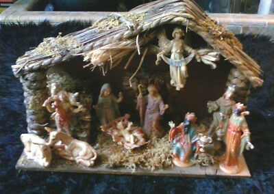 VINTAGE Christmas Nativity Scene Wooden Creche Stable Music Box 10  Figurines