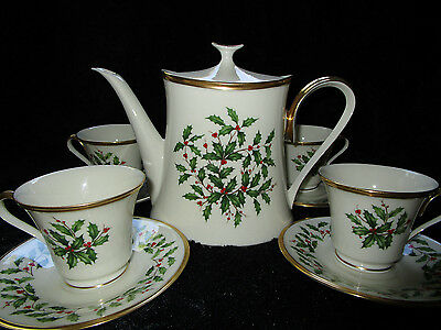 Set Lenox Holiday Teapot, 4 Cups, 4 Saucers Holly Berries With Gold Trim