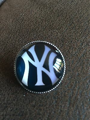 NEW YORK YANKEES Baseball MLB  Top Quality Iconic Logo Unique Raised Pin Badge